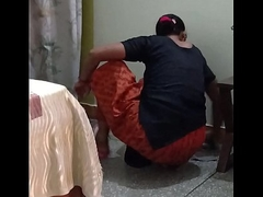 Indian maid Cleavage show