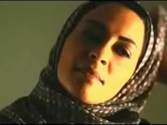 Muslim cookie removes hijab to hug white boyfriend
